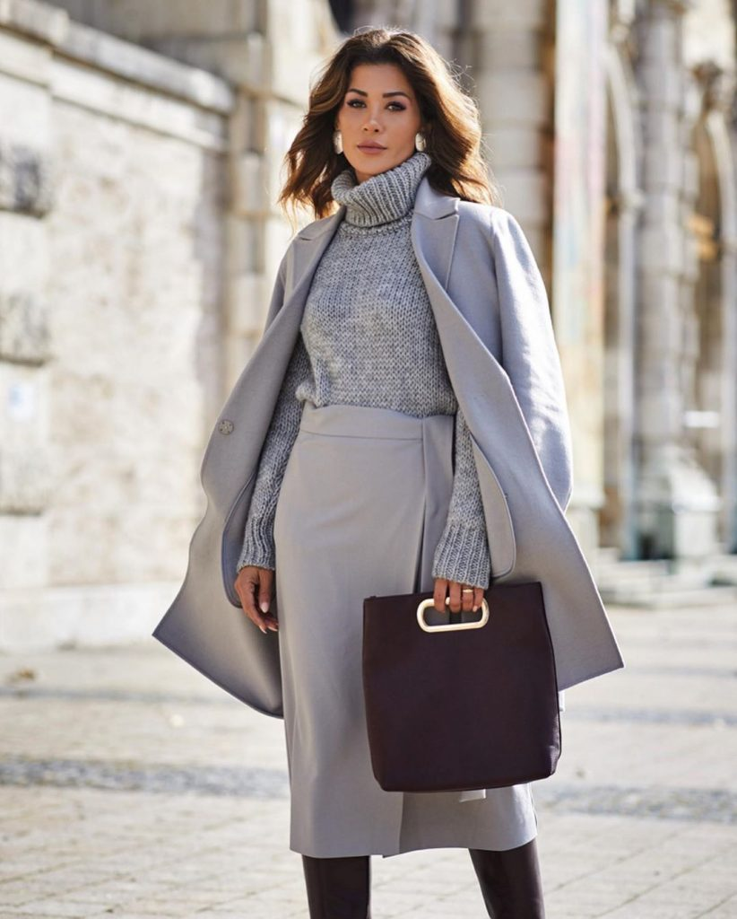 Fashionable winter trends 2020 for those over 40- business woman