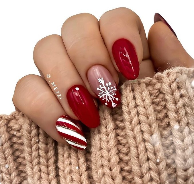 Red Winter Manicure Nail Design Ideas