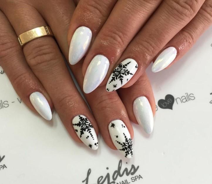 White Winter Manicure Nail Design Ideas