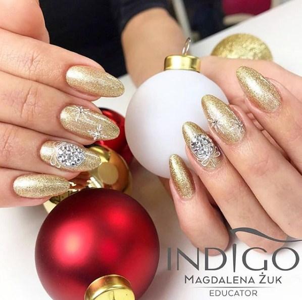 Gold Winter Manicure Nail Design Ideas