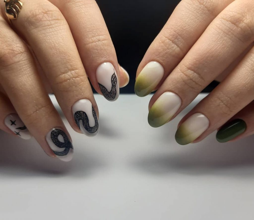 Snakes on nails: Manicure