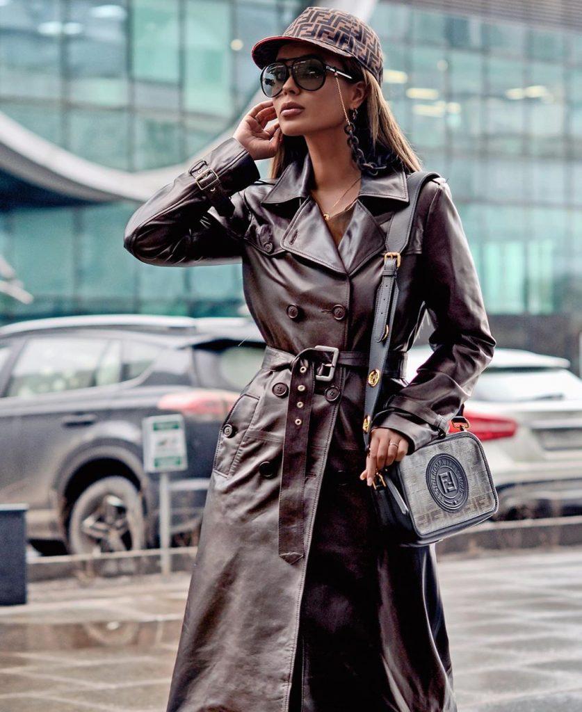 Fashionable raincoats: 15 stylish and trendy models of 2020